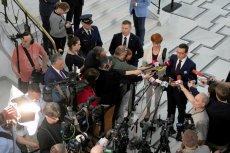 Premier Mateusz Morawiecki podczas sejmowego protestu osób niepełnosprawnych i ich opiekunów.