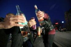 Pojawiają się pomysły, by wprowadzić minimalną cenę za alkohol. Wtedy pół litra wódki musiałoby kosztować nie mniej, niż 32 złote