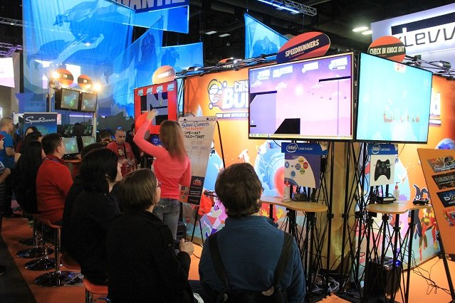 Stoisko tinyBuild na imprezie Penny Arcade Expo. Czy trwający właśnie konflikt z dystrybutorem pogrąży czy poprawi sytuację małych deweloperów?