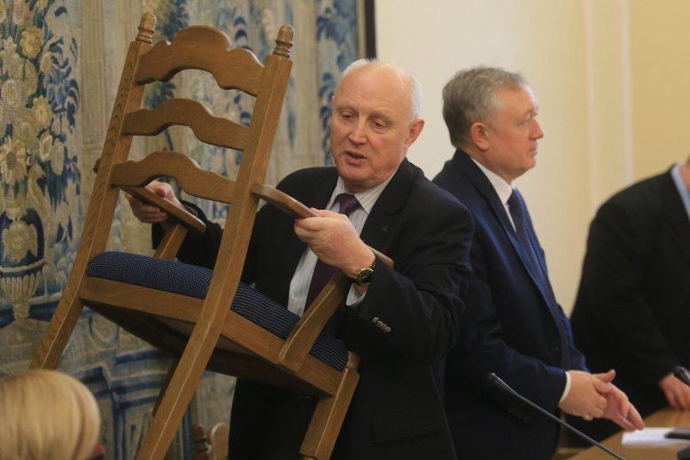 Były minister Skarbu w rządzie Prawa i Sprawiedliwości Wojciech Jasiński zarobił w trakcie pracy w Orlenie niemal 4 mln złotych – wynika ze sprawozdania spółki za lata 2016-2017