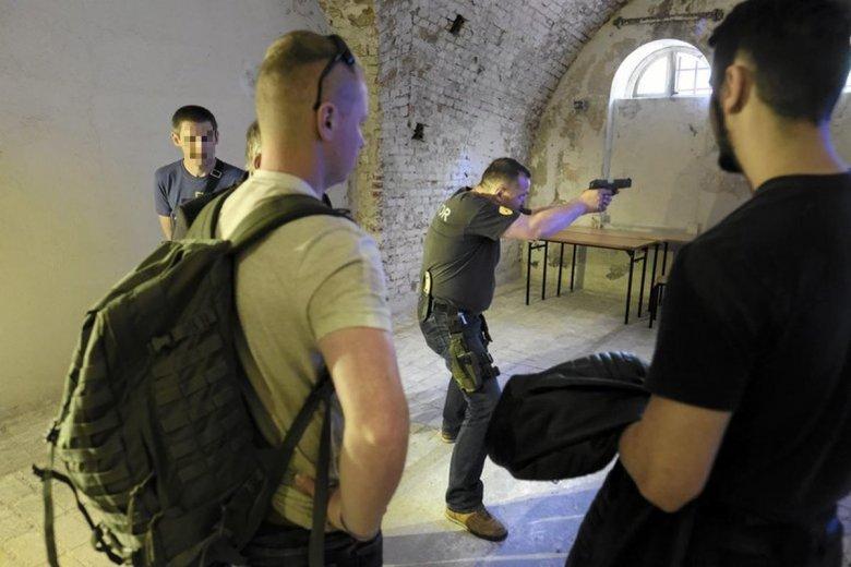 Do celów szkoleniowych przypada prawie 6 sztuk broni na jedno pozwolenie
