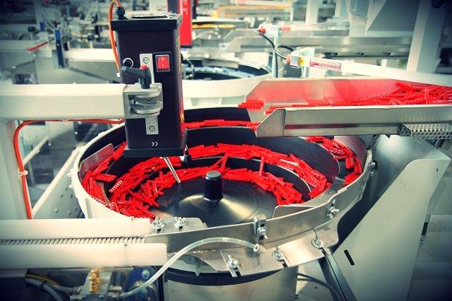 Proces selekcji i pakowania klocków jest w pełni zautomatyzowany