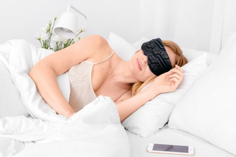 Inteligentna maska Neuroon ma sprawdzać parametry naszego snu i w zależności od nich dobierać odpowiednią terapię