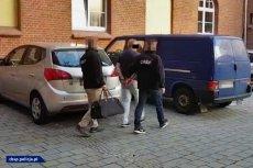 Policjanci CBŚP zatrzymali 13 osób biorących udział w cukrowych przekrętach.
