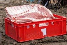 Wysyłanie kurierem surowego mięsa do restauracji stoi w sprzeczności z przepisami (zdjęcie poglądowe)