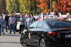 Taksówkarze regularnie protestują przeciw Uberowi i innym aplikacjom, domagając się ich delegalizacji. Kwietniowy protest już zakończony, taksówkarze dali się omamić. Nie wiadomo, jak technicznie miałoby wyglądać wyłączenie Ubera i aplikacji do zamawiania