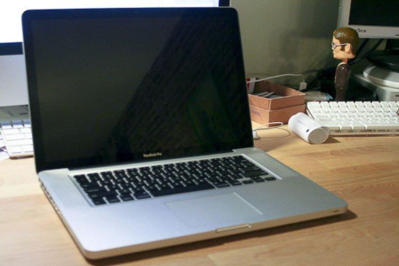 Baterie w MacBook Pro mogą si ę przegrzać. Apple oferuje ich darmową wymianę.