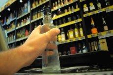 Żona posła PiS otworzyła w niedzielę z zakazem handlu swój sklep z alkoholem