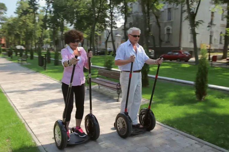 Pojazd przeznaczony jest zarówno dla osób młodszych jak i dla seniorów.