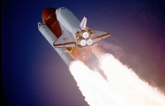 Obecnie ciąg generowany jest poprzez wyrzut gazów z dysz statku kosmicznego
