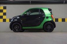Z boku Smart ForTwo Electric Drive wygląda trochę jak zabawka, ale to jedyne w tej chwili auto, które byłoby objęte dopłatą do elektryków.