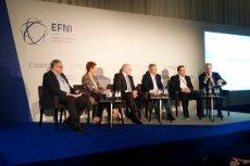 Uczestnicy debaty, od lewej: Philippe Vlaemminck (Pharumlegal), Edyta Sadowska (Ringier Axel Springer), Maciej Kropidłowski (Citi Handlowy), Wojciech Kostrzewa (ITI Group), Tomasz Danis (MCI Capital S.A.) oraz prowadzący debatę Paweł Zielewski (Forbes).