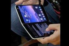 Użytkownik korzystający z Microsoft Surface Duo został wypatrzony w transporcie publicznym w Vancouver.