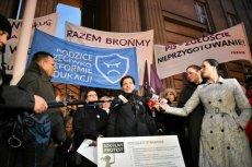 Protest nauczycieli i rodziców przeciwko reformie edukacji.
