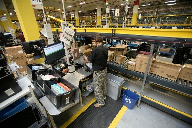 Praca w Amazon. Oto jedno z centrów logistycznych Amazona w Polsce.