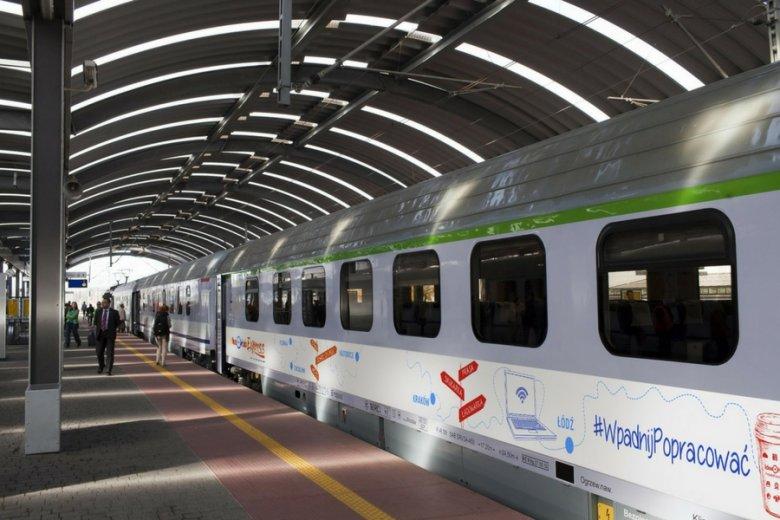 Wagon Idea Hub Express znajduje się zwykle tuż za lokomotywą.