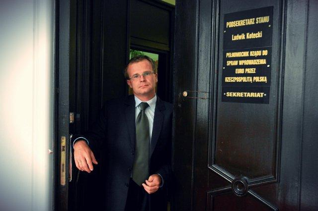 Ludwik Kotecki pracował w Ministerstwie Finansów przez niemal 20 lat. W tym czasie przetrwał 15 szefów resortu z różnych opcji politycznych