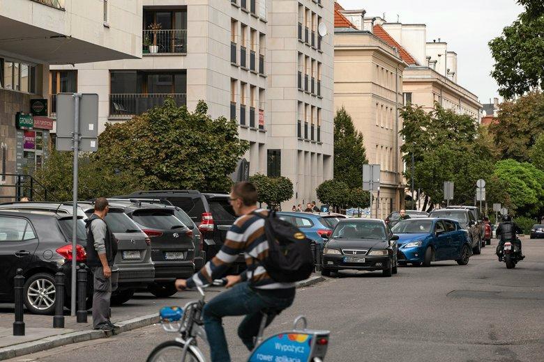 Policja lub straż miejsca mogą odholować samochód. Jednak - jak się okazuje - samorządy ustalały wysokość stawek tak, by dosypaćdo miejskiego budżetu