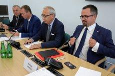 Komisja śledcza ds. VAT złożyła już pierwsze zawiadomienie do prokuratury o podejrzeniu popełnienia przestępstwa urzędniczego.