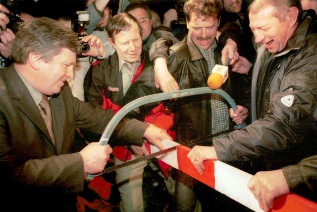 W noc z 30 kwietnia na 1 maja 2004, w dzień wejścia Polski i Słowacji do UE symbolicznie przepiłowaliśmy szlaban między naszymi krajami.