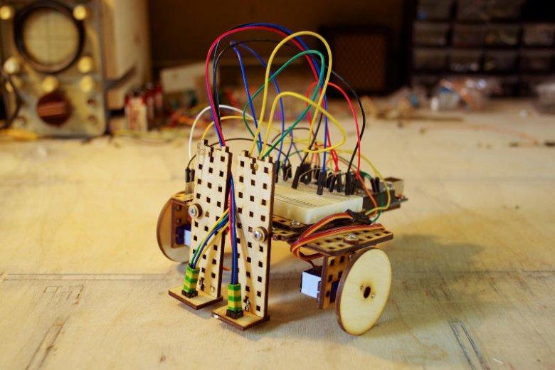 Roboty składać można również z własnoręcznie wykonanych części.