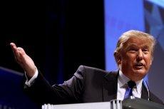 """Donald Trump tka opowieść o sobie, """"kreatywnie"""" podchodząc do faktów i liczb."""