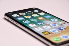 Zamiast kupować nowego iPhone'a wystarczy wymienić w nim baterię