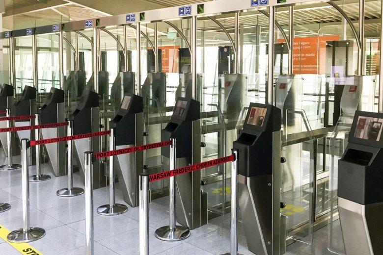 Standardowe bramki na lotnisku odchodzą do lamusa. Nowe biometryczne bramki przyspieszą proces odprawy.