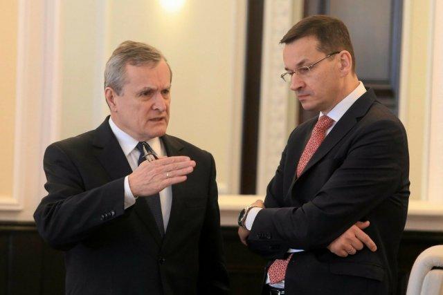 Wicepremier Mateusz Morawiecki (z prawej) i wicepremier Piotr Gliński.