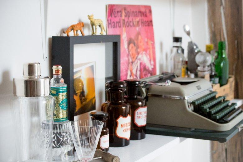 Yestersen oferuje najróżniejsze przedmioty. Od plakatów filmowych z Gretą Garbo przez zegary szachowe po czechosłowackie młynki do kawy