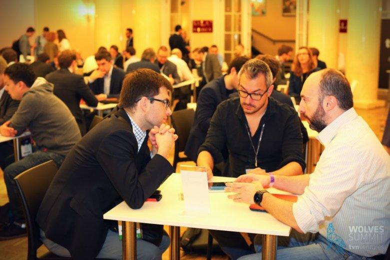 Tak wyglądają szybkie randki z inwestorami podczas Wolves Summit.