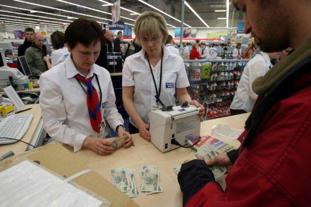 Dodatkowymi opłatami zostaną obciążone zwłaszcza operacje pobrania gotówki z bankomatu.
