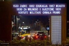Brama Niepodległości wyrosła na jednym z rond w podwarszawskich Ząbkach.