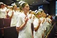 Zgodnie z nowymi wytycznymi ministerstwa w szpitalach brakuje pielęgniarek. Zamiast zatrudnić nowe, szpitale likwidują łóżka.