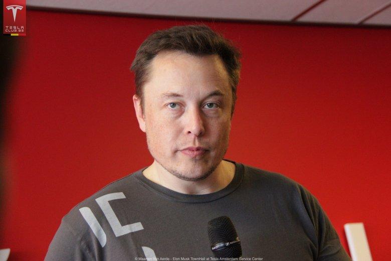 """Miliarder Elon Musk. Gdyby sięuprzeć, można doszukiwać się podobieństwa. Musk ma w USA status niejako """"gwiazdy rocka"""" i jest doskonale rozpoznawany przez społeczeństwo"""