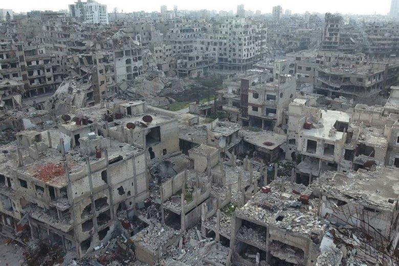 Kalifat Państwa Islamskiego na terytorium Iraku i Syrii praktycznie upadł: oznacza to, że na rynek trafiają dziesiątki tysięcy sztuk używanej broni. Pozostaną po nim tylko zniszczenia, jak w mieście Homs.