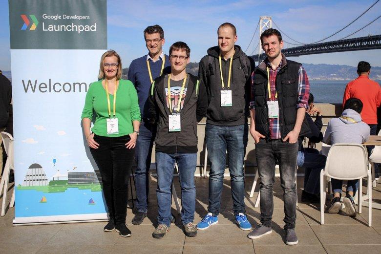 Reprezentacja szopi.pl na akceleratorze Google w San Francisco. Od lewej Aleksandra Lazar, Zbigniew Płuciennik, Piotr Frankowski, Jan Potworowski, Konrad Koryciński. Zespół liczy w sumie 15 osób, a klientów obsługuje 140 dostawców zakupów