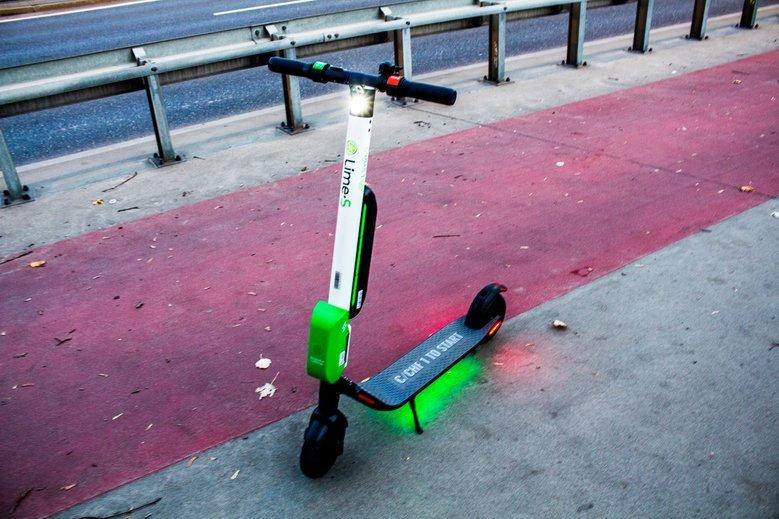Czy e-hulajnogami można jeździć po chodnikach i ścieżkach rowerowych?
