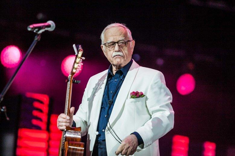 Jan Pietrzak jest obecnie jednym z ulubieńców prawicy, choć żali się czasem, że nawet TVP już nie chce pokazywać jego koncertów.