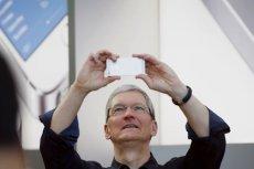 """Tim Cook, CEO Apple, jest """"bardzo optymistyczny odnośnie tego, co przyniesie świąteczny kwartał""""."""