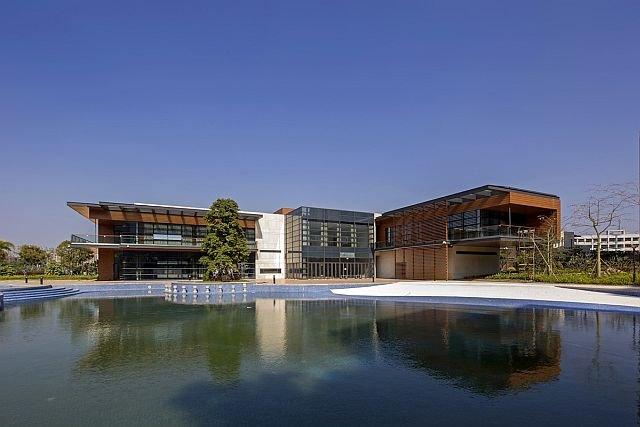 W fabryce Huawei w Songshan Lake jest też oczywiście własne jeziorko.