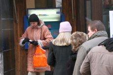 Bankomaty powoli znikają z polskich ulic, wypierają je płatności bezgotówkowe