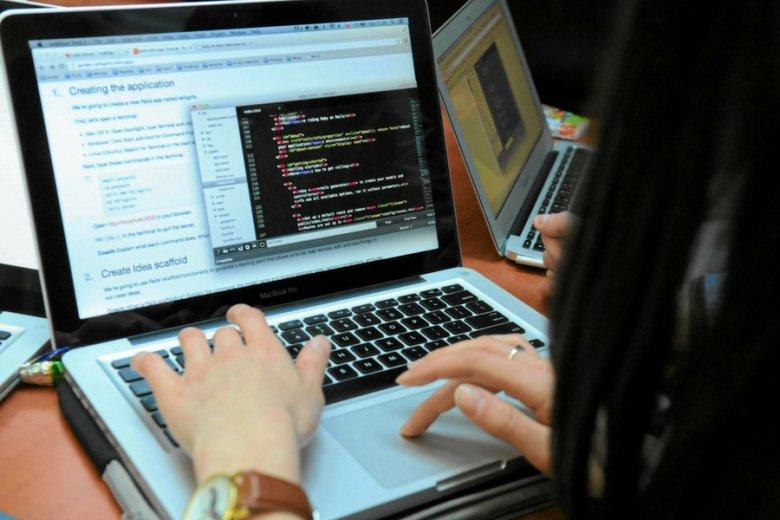 Programiści oczekują podwyżki płac w branży o przynajmniej jedną trzecią.