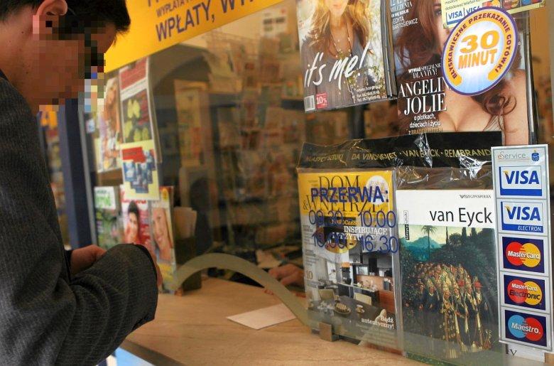 Zdarza się, że sprzedawca nie chce sprzedać papierosów przy płatności kartą. To nielegalne i bez sensu - mówi nam ekspert