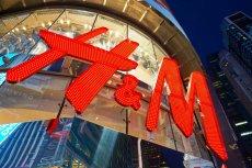Sieć H&M boleśnie odczuła konkurencję e-sklepów, być może zacznie zamykać klasyczne butiki na rzecz handlu online.