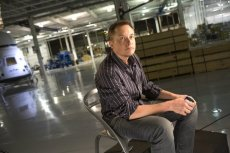 Elon Musk pracuje na przynajmniej trzy etaty.