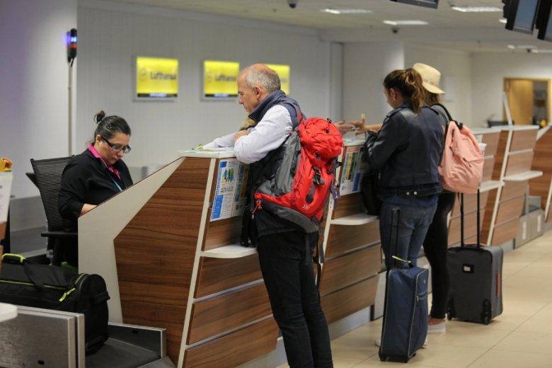 Lotnisko w Łodzi zaczęło oszczędzać prąd: część obiektów jest pogrążona w półmroku.