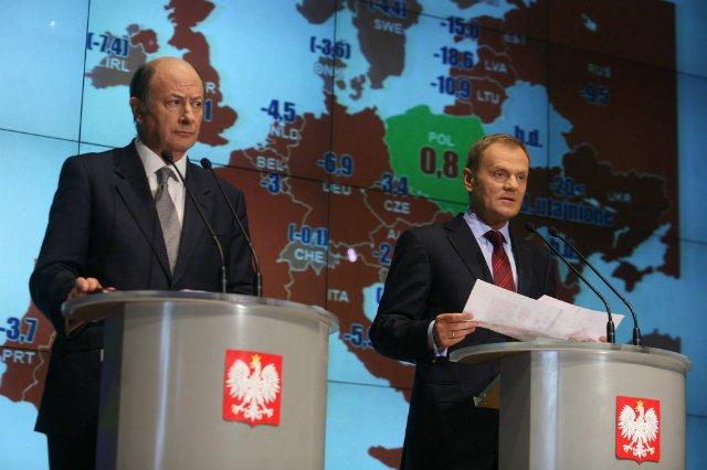 – Patrzcie wszędzie dokoła kryzys, tylko Polska przechodzi go suchą stopą – triumfowali politycy Platformy.