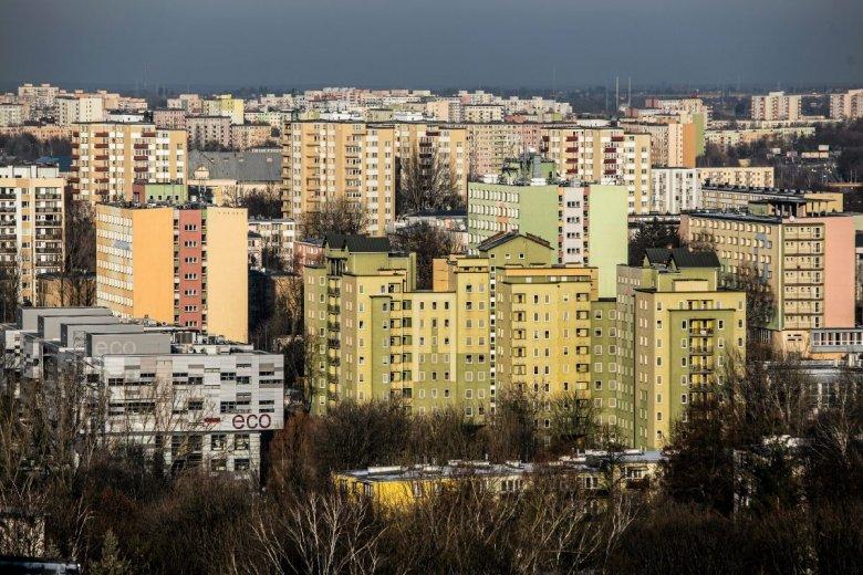 W największych miastach Polski za mieszkanie zapłacimy średnio 99,5 pensji.