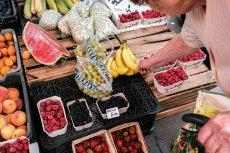 Ile kosztują maliny? Internauci znajdują w sklepach te owoce nawet po 6 zł za 250 gramów